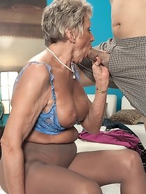 Horny granny in pantyhose does blowjob