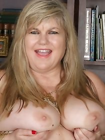 Horny mom from USA playing with dildo