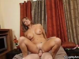 Latina MILF who can help