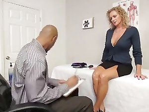 AMAZING MOM LOVES BLACK COCK!! (MUST WATCH)