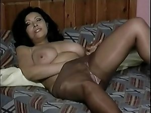 Mature in Pantyhose Fingers Herself